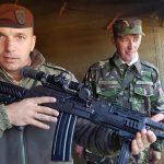 Armă asalt Cugir vd Beretta