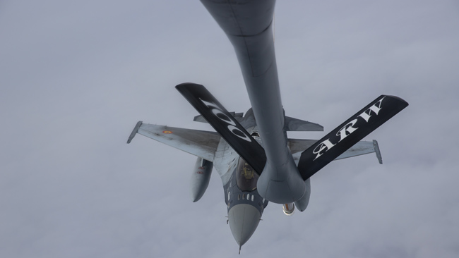 romanian-f-16-pilots-in-aerial-refueling-drills